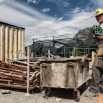 Des hommes et des femmes sur les chantiers